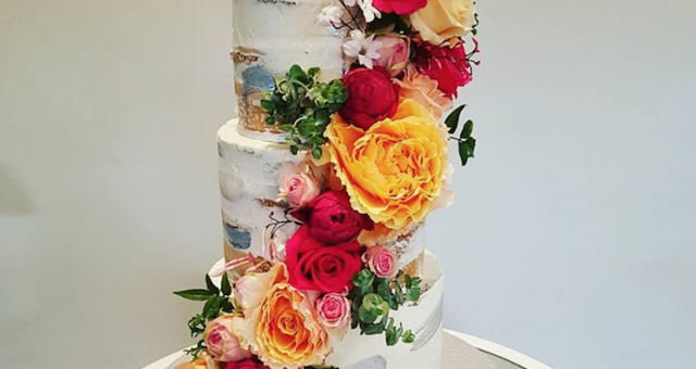 GET NAKED! The best wedding cake trend this season